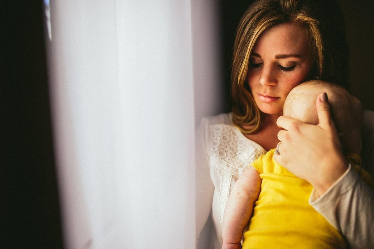 Quelles sont les conséquences des périodes de chômage partiel ou total pour le calcul des indemnités journalières de congé maternité?